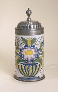 Schrattenhofener Fayencewalzenkrug um 1770
