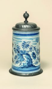 German-Faience-Amberger Fayencewalzenkrug um 1770