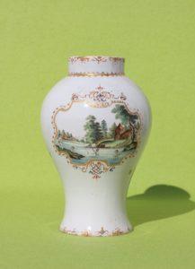 Künersberger Hausmalervase um 1750, Muffelfarben