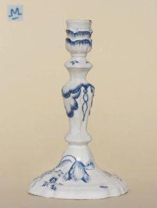 """Magdeburg Faience Flambeau ca. 1780 Manufakturmarke """"M"""", H. 22 cm"""