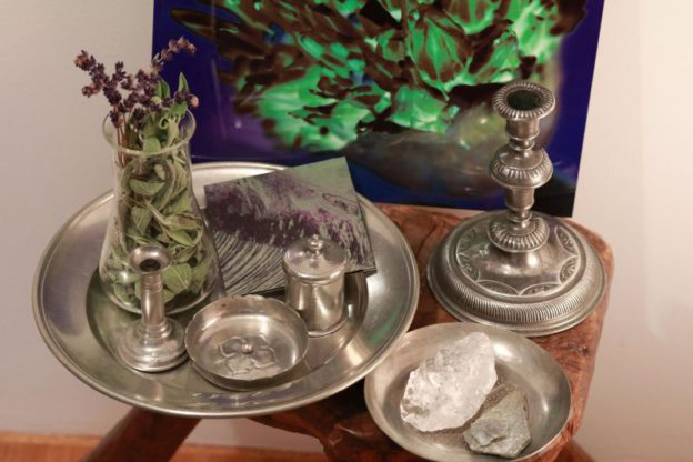 pewter-modern-tablescape-inspired-by-david-hicks