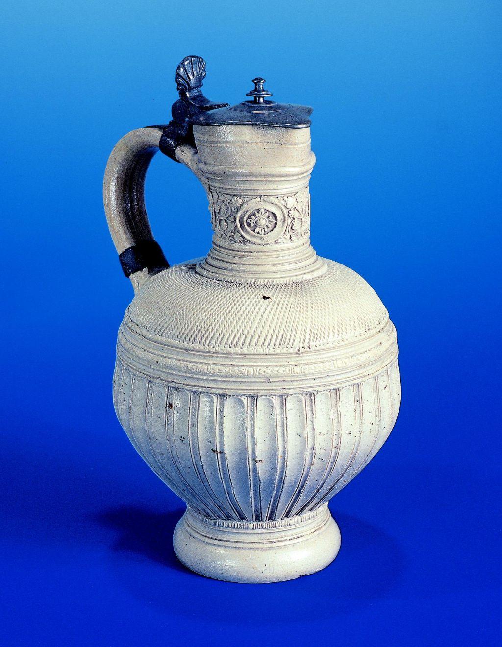 german-stoneware-siegburger-steinzeug-kanne-1602-datiert
