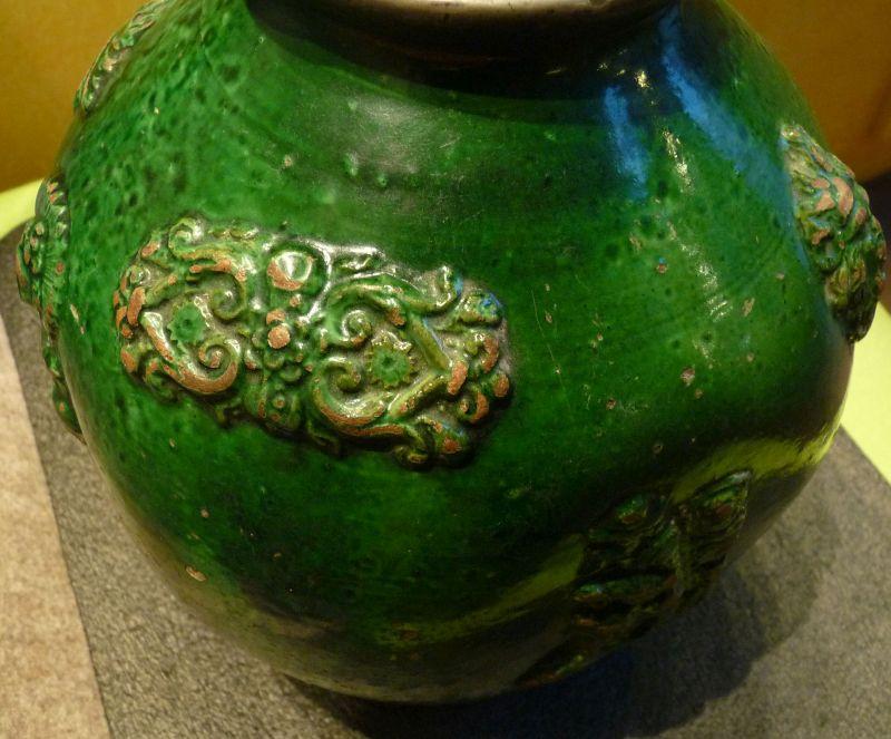 hafner-keramik-flasche-Detail-2. hälfte-18. JH.