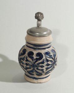 kleiner-westerwald-westerwälder-kugelbauchkrug-um-1680- salt glazed stoneware - jug