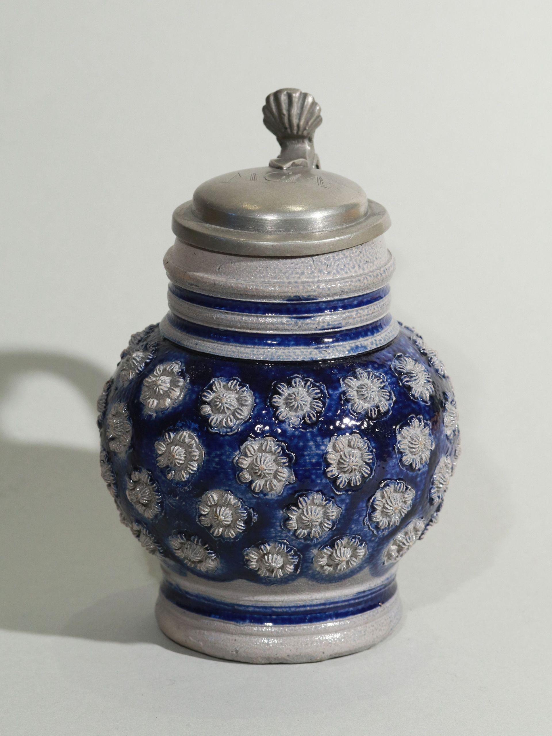westerwald-kugelbauchkrug-um-1680 - blue salt glazed stoneware - jug