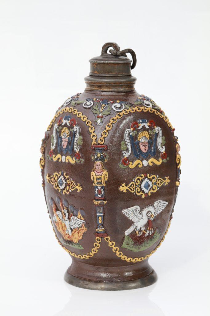 Creussener Vierkantflasche Emailfarben um 1625
