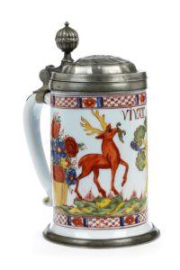 Boehmischer Milchglaskrug mit Jagdmoriv 1750 datiert
