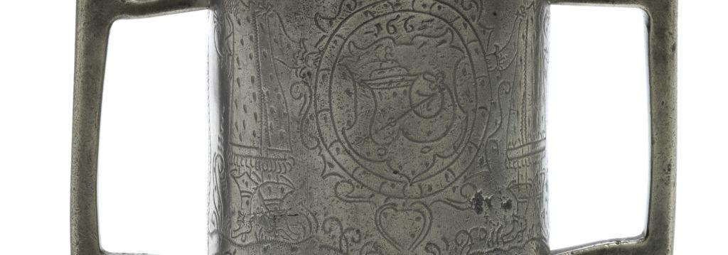 Detail Schlesischer Doppelhenkelkrug 1665 datiert Schuster Zunft